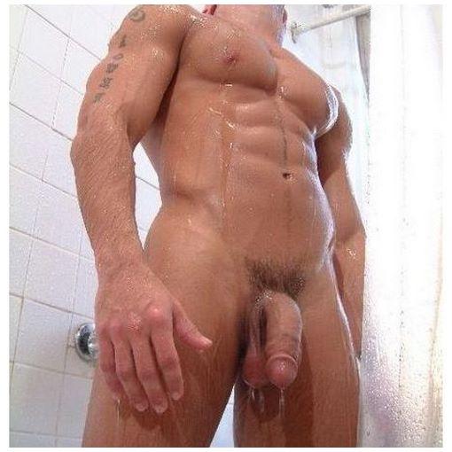 Liveshow sexe sous la douche avec un mec bodybuildé
